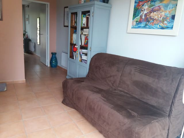 RODEZ:Chambre,SdB/WC, petit salon,terrasse,parking