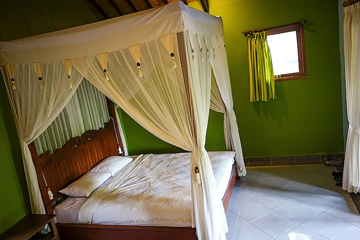 Corner Guesthouse: Deluxe Room with Patio
