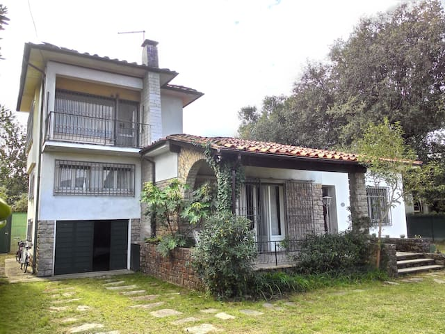 140sqm villa for 9 pax with big garden all arround