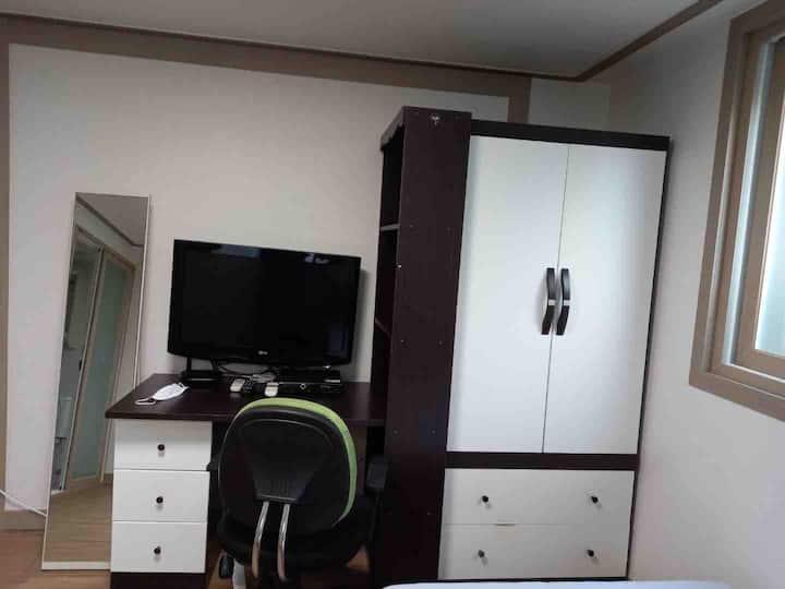 저렴하고 깔끔한, 혼자만의 공간으로 사용할 수 있는 방