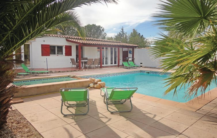 Holiday cottage with 4 bedrooms on 105 m² in Aspiran