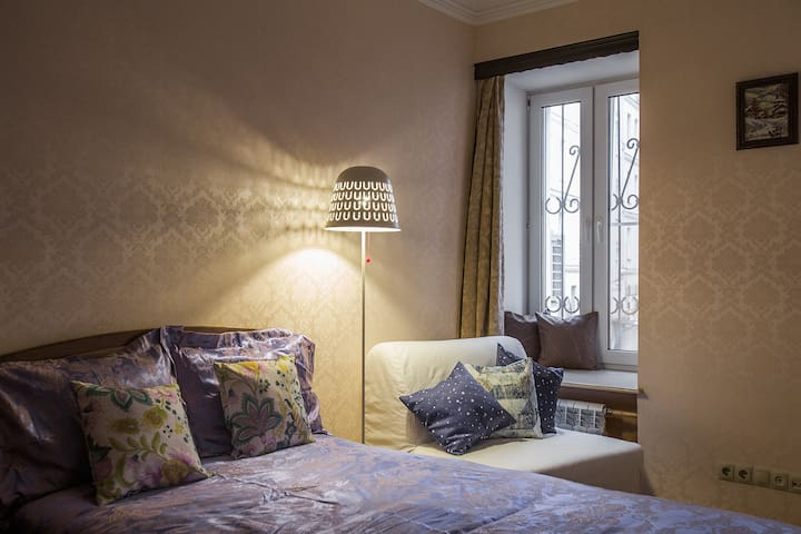 Luxe room for 3 in the center near Tverskaya St