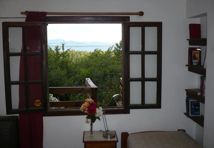 Habitación para 1-2 pers. con baño y vista al lago
