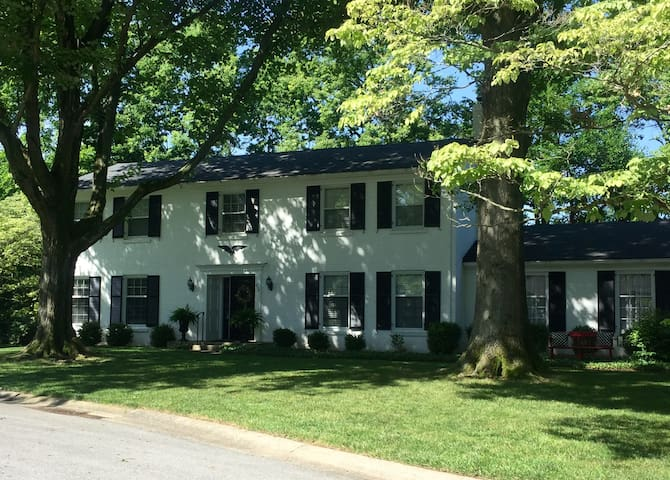Updated Charming Colonial - Perfect for Derby! - Louisville - House