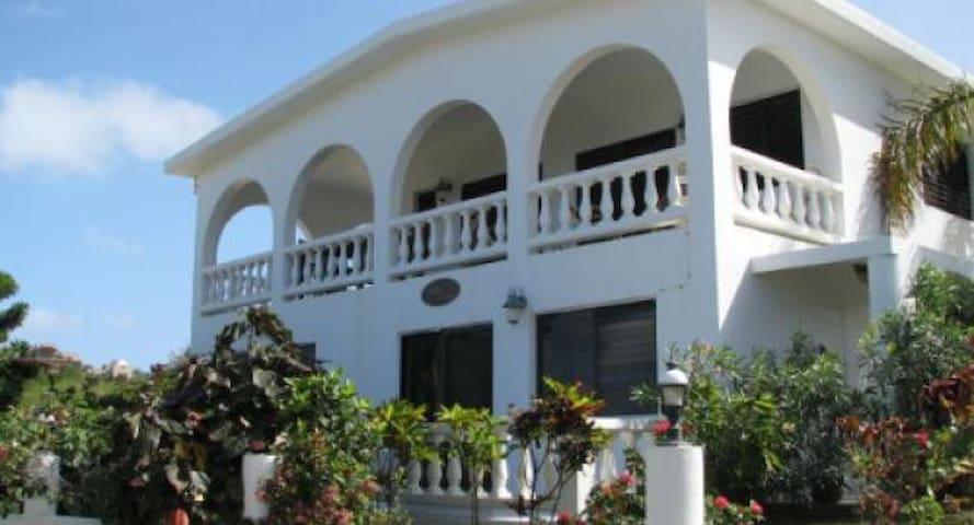 Villa Amor Overlooking the Ocean