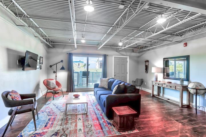 Ocean Jewel Unique Urban Beach Loft #2 is here to welcome you to Fort Myers Beach