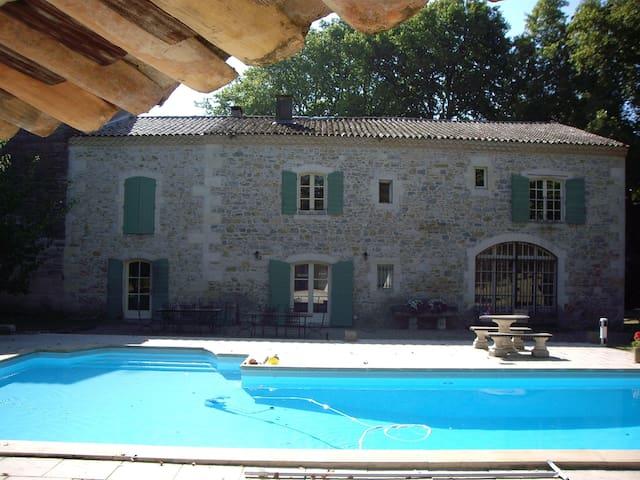 Mas provençal XVIIIème avec piscine - Jonquières-Saint-Vincent - House