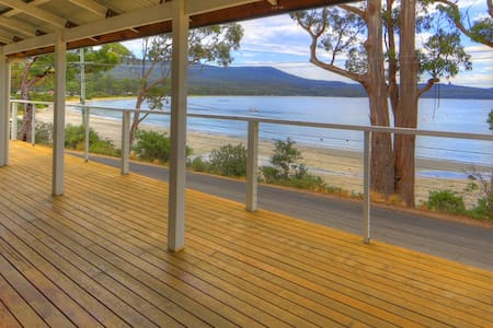 Bruny Beachfront Eco Lodge - Adventure Bay - House