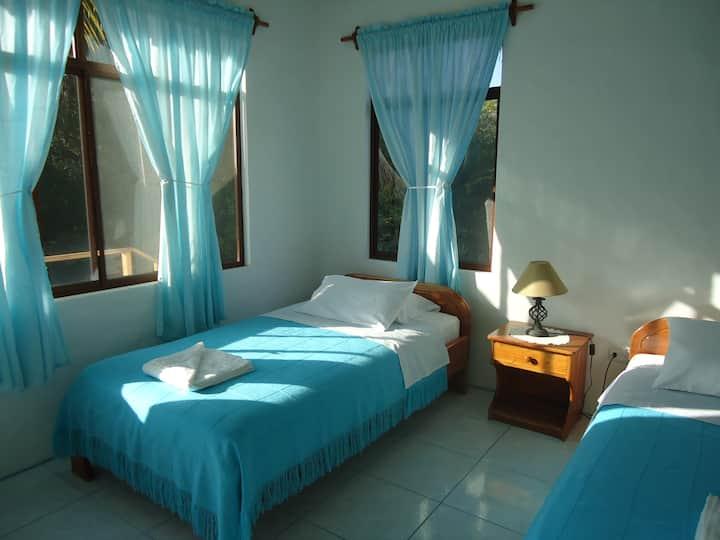 CARTAGO BAY.....habitación dos camas twin.