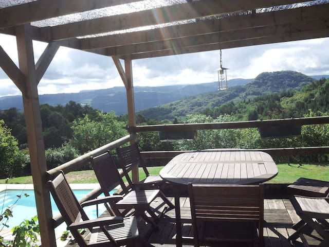 Maison avec piscine et vue Auvergne - Champagnac - Casa