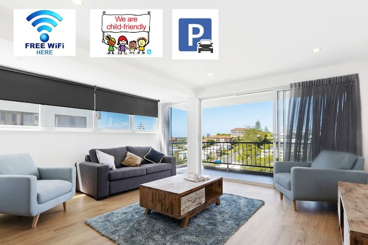 STEPS TO COOLANGATTA BEACH WITH MAGICAL SEA BREEZE * FREE WIFI * CHILD FRIENDLY * SECURE PARKING!!