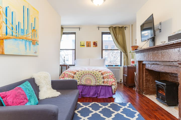 CLEAN AND STYLISH EAST VILLAGE PAD