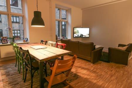 Big, light central apartment - København