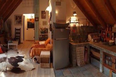 Mansarda in casa montana in pietra - Bannio Anzino - アパート