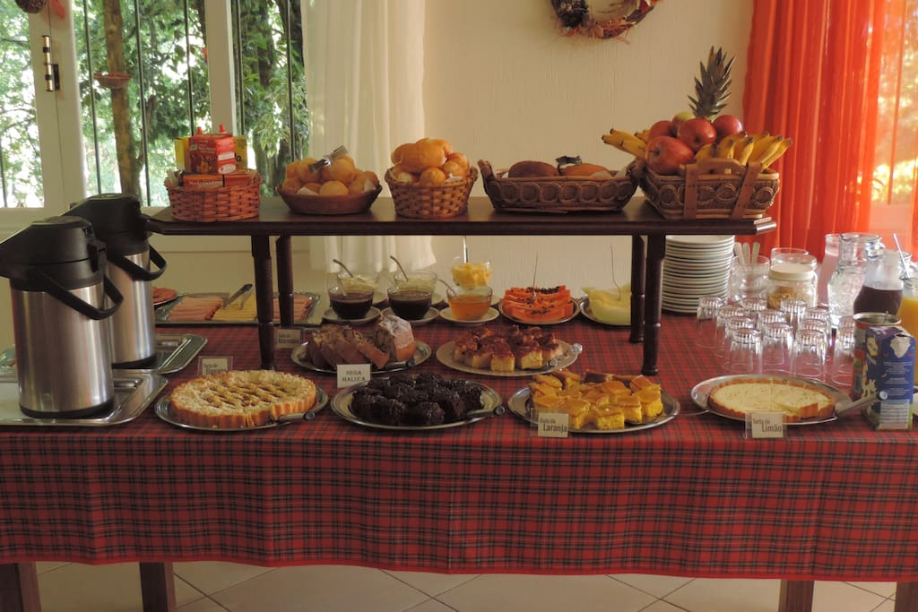 delicioso café da manhã incluso na diária das 08:00 até as 10:00 hrs da manhã.