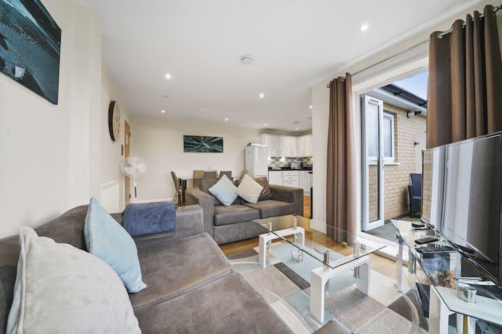 Heathrow Living Serviced Apartments - Apt 06