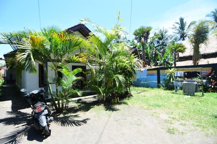Medewi Beach Family Homestay (Double bed, Fan)