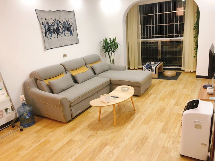【染梦·安隅】(长租优惠)安顺市中心两室一厅,蜡染元素,交通方便