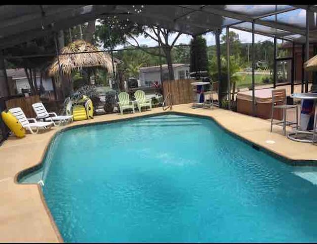 Pool Home 'Private Studio' and Walk to Universal