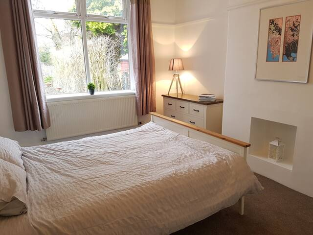 Luxury garden apartment in trendy West Didsbury
