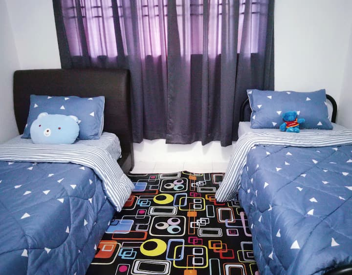 Book Geek Homestay - ROOM A (KLIA in 15 mins)