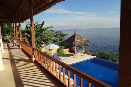 Celagi, spacious villa, sea front - Abang