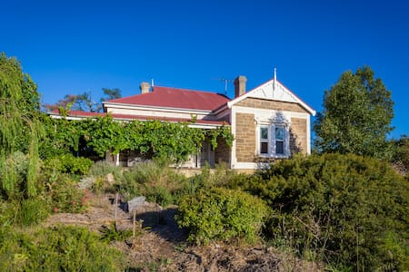 Barossa farmhouse -  vineyard views