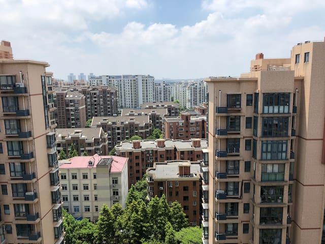 主卧南阳台外景(全无遮挡,视野开阔)