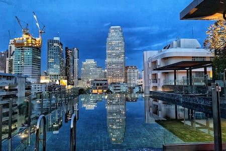 F7/新房特惠/超值双卧套房/ 曼谷市中心/BTS Asok/MRT 素坤逸/ 免费无边泳池/GYM