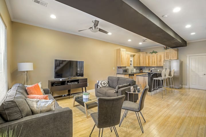 Large Downtown Home Walking Distance Sleeps 10!