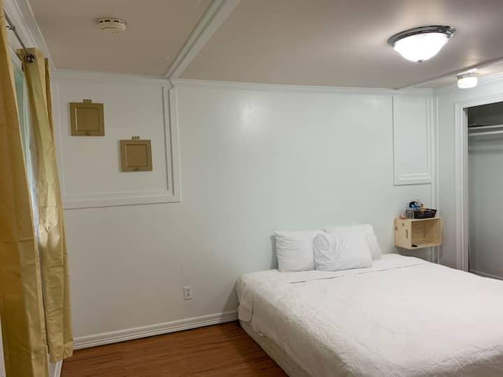 Redondo Beach Room: King, private bathroom, & Tv