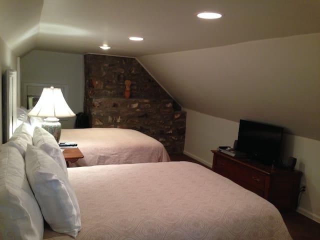 Heart of Newtown-Washington Suite