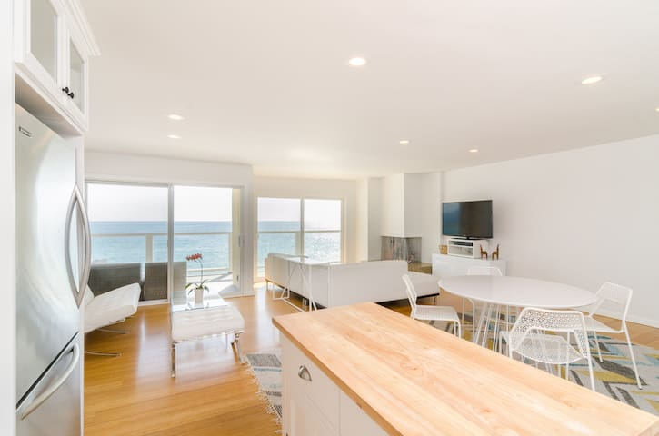 Stunning Malibu Beachfront! - Malibu - Appartement