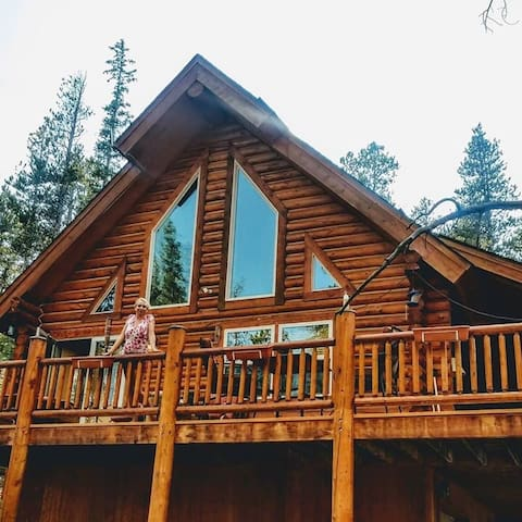 Amazing Private Master Suite In Shared log home