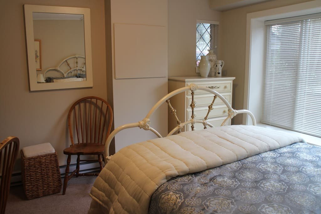 Spacious dresser and closet in the Stellata Room.