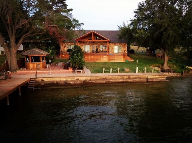 Cozy Lakehouse on Open Water