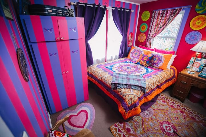 Psychedelic Jazz Room as seen on Weird Homes Tour
