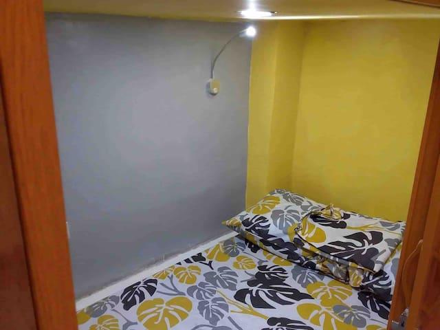 Aurora's Cabin-Heart of Makati CBD: 1 CAPSULE Unit