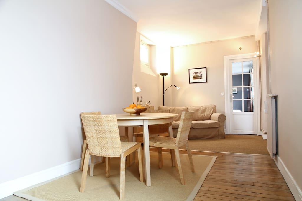 Charming & roomy place, Batignolles