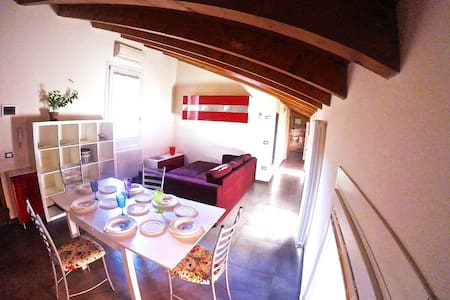 Angolo di Paradiso, Charming Flat under the Towers - Bologna - Apartment