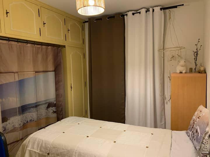 Petite chambre pour 2 personnes dans mon logement