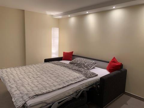 Gemütliches Zimmer mit separatem Bad in Messenähe