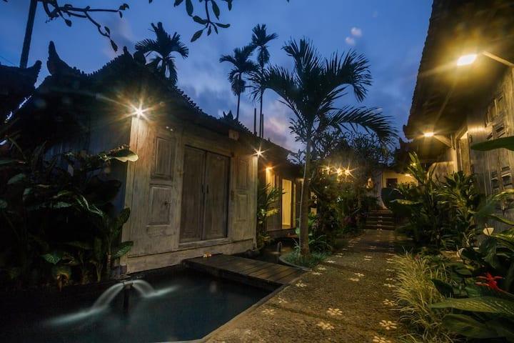 Unique Balinese Home w/ BFast @Ubud Center