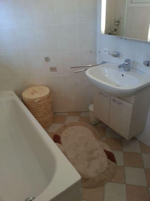 SDB indep.: bain, lavabo, WC