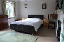 Large double room Aston Clinton, Buckinghamshire