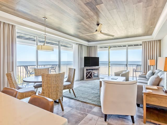 Top-Floor Oceanfront Corner Condo with Panoramic Views, Newly Renovated Interior, Beachfront Pools - Ocean Song 331