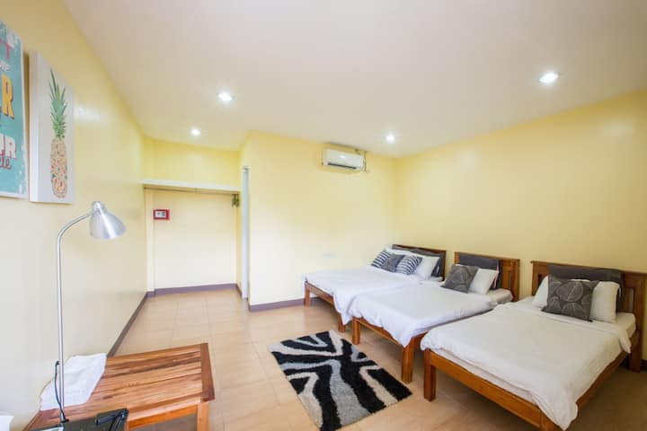 11B(1 Double + 2 Single beds)
