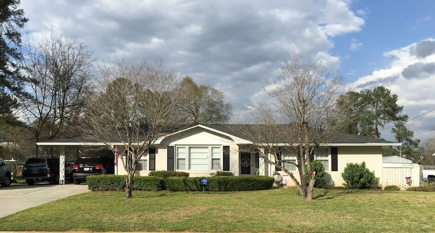 Masters Rental-Across from National