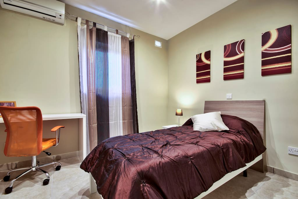 Single bedroom, with airconditioner