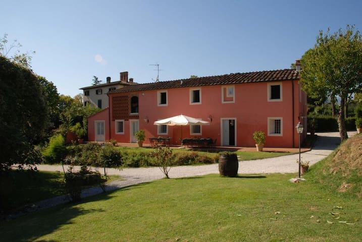Casa Rosa- Convenient Villa close to Lucca - San Concordio di Moriano - House